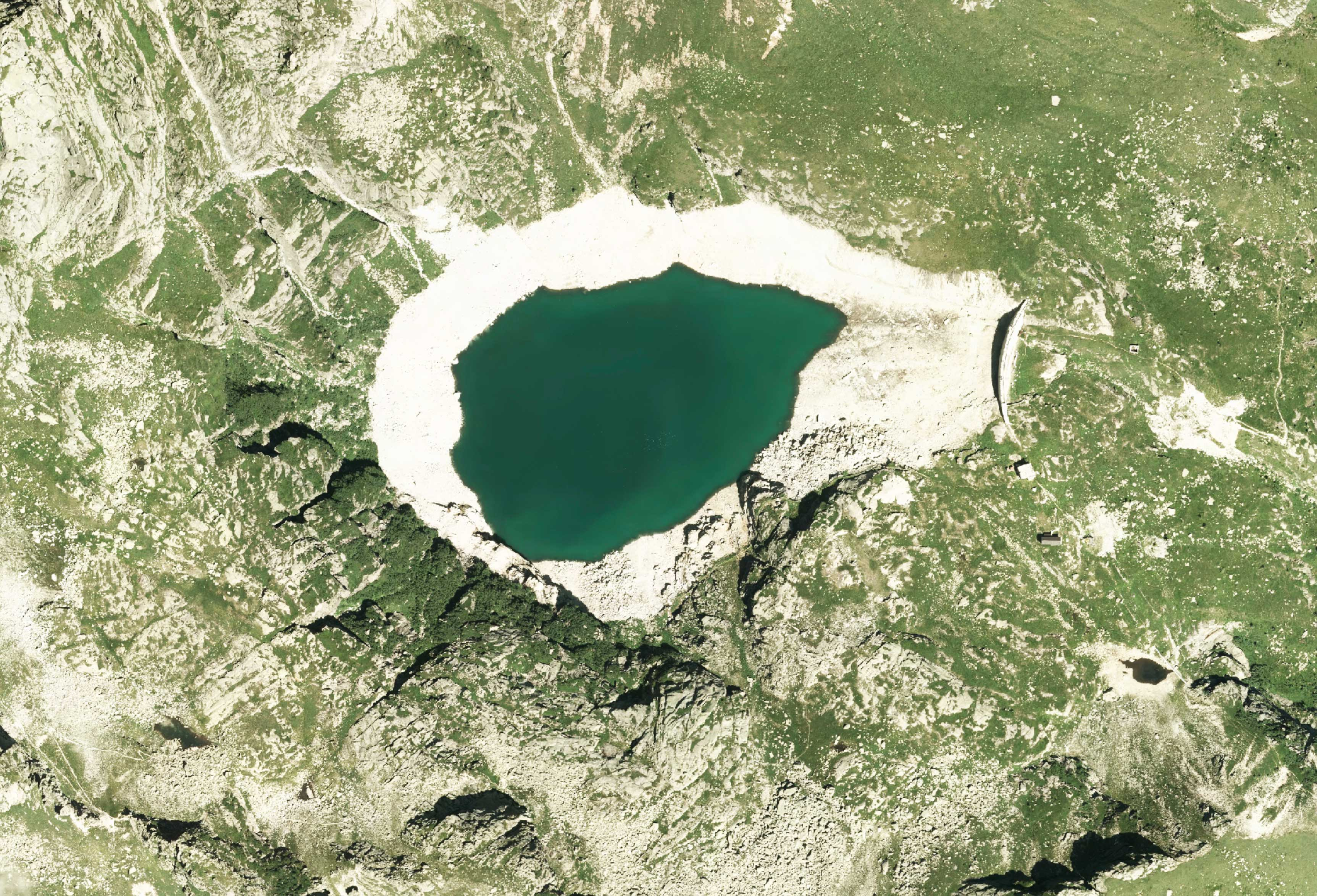 Lago di Costa Brunella satellite